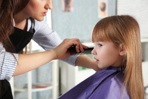 tagliare-capelli-bambina