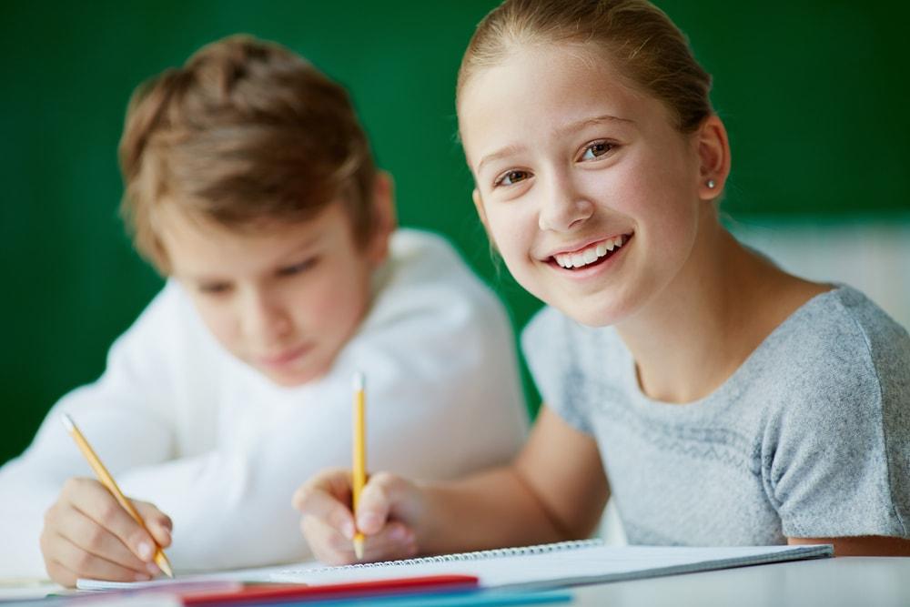 bambini-studiano