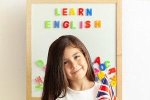 bambina-studia-inglese