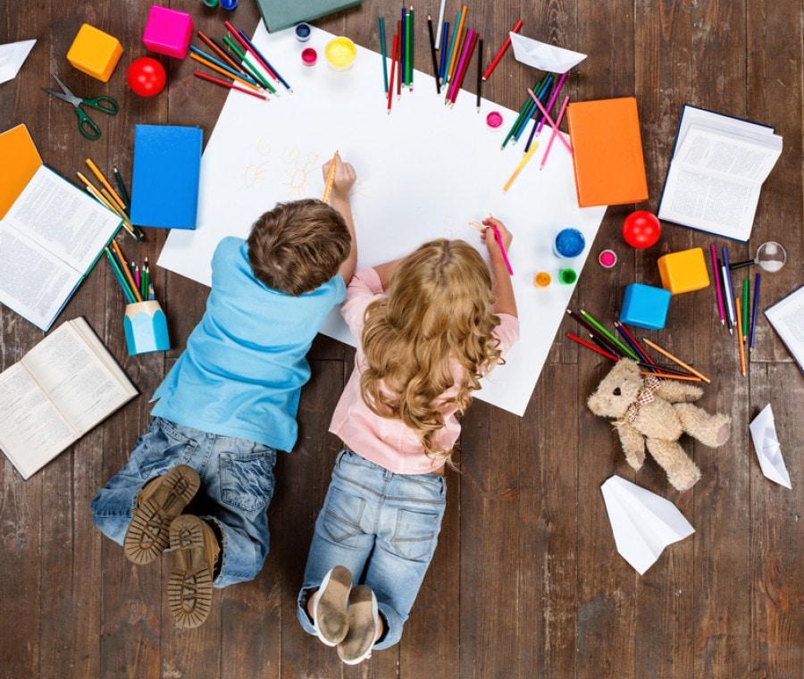 bambini-disegnano