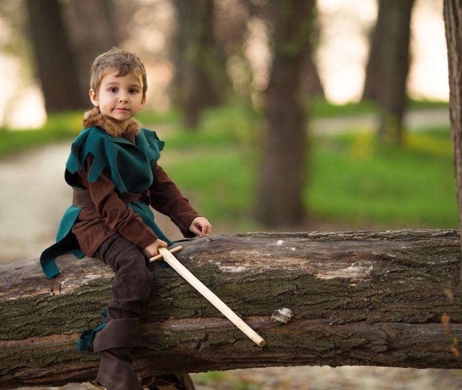 bambino-con-costume-medievale