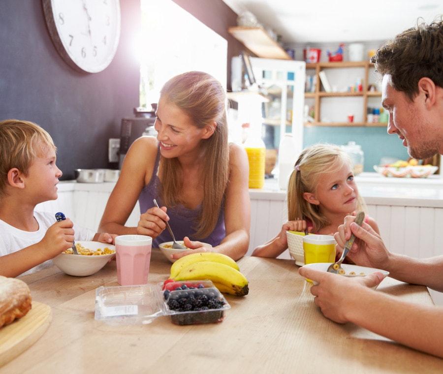 come-educare-i-bambini-a-tavola