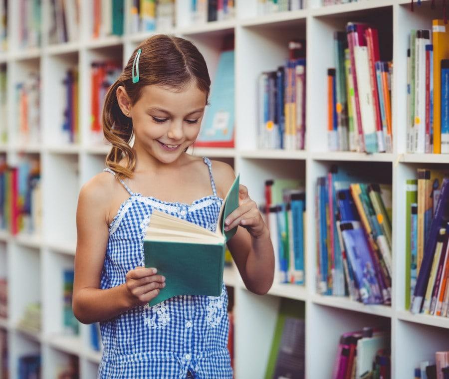 bambina-legge-libro
