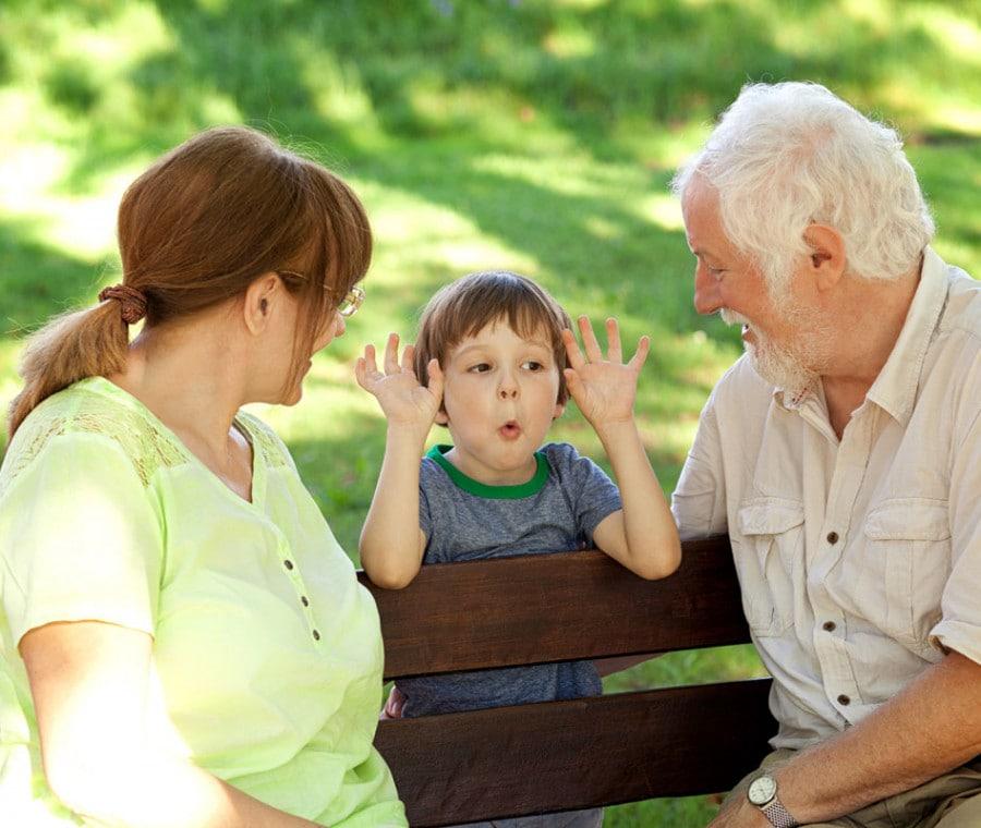 bambino-viziato-con-i-nonni