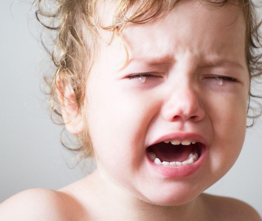 bambina-piange