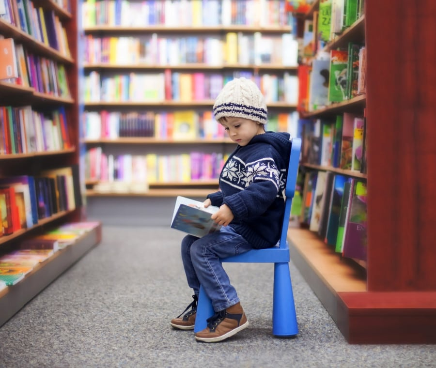 bimbo-in-biblioteca