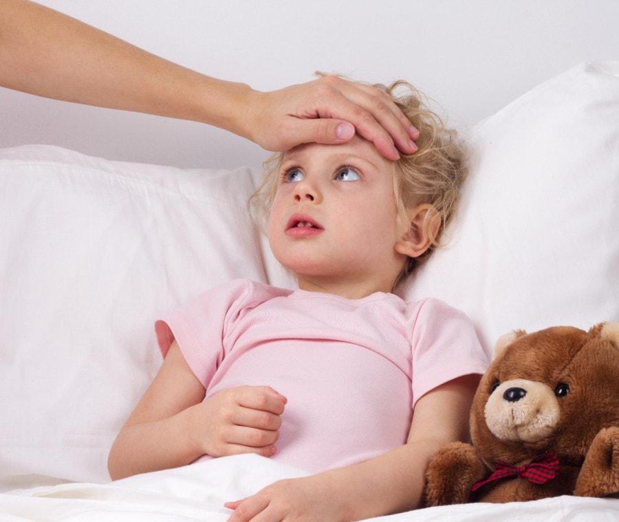 bambina-con-la-febbre