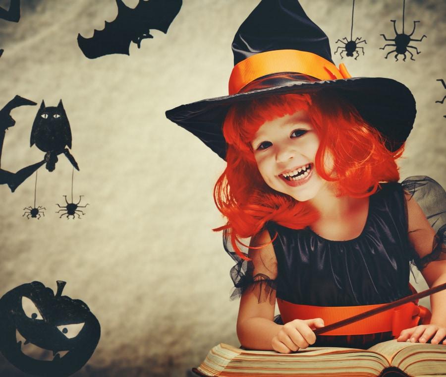 bambina-libro-halloween