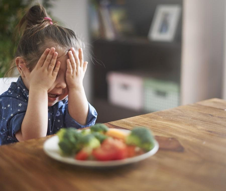 bambina-e-verdure