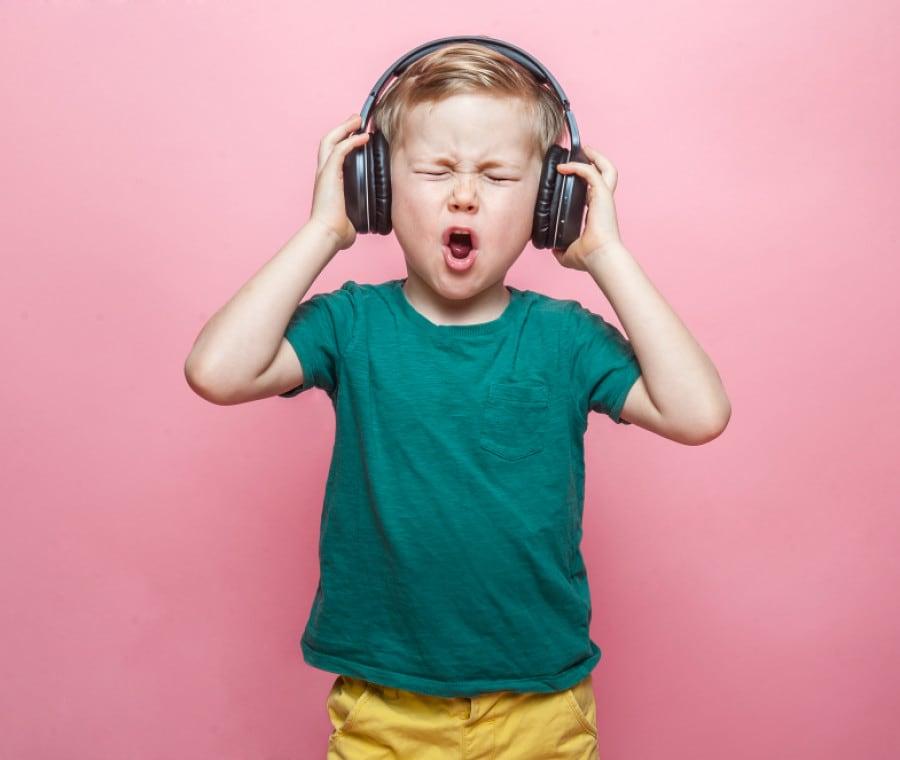 bambino-canta