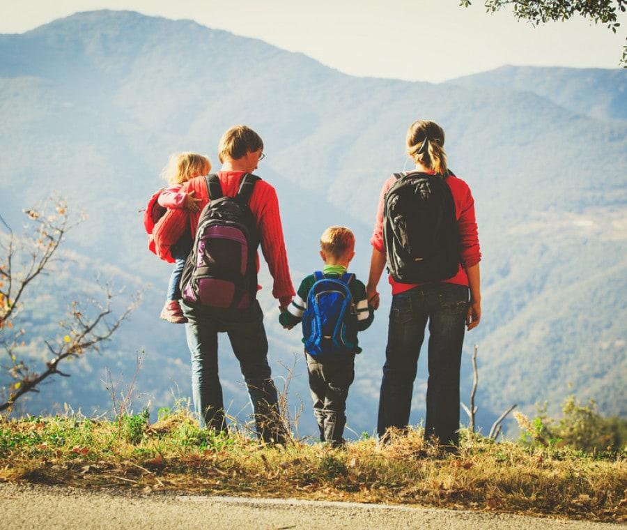 famiglia-in-montagna