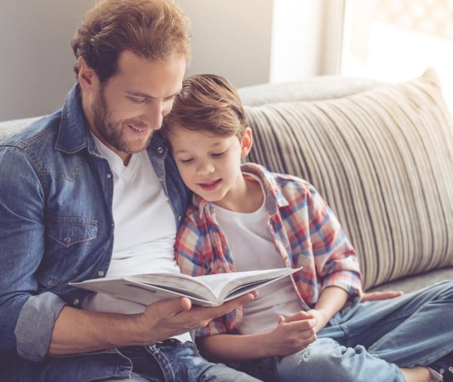 papa-e-bambino-lettura