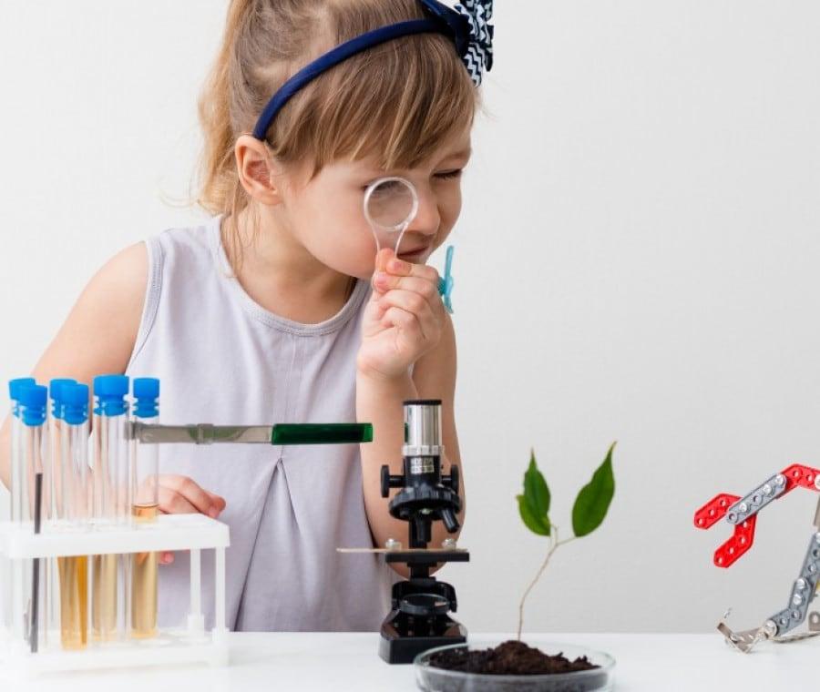 cosa-fare-per-avvicinare-bambini-e-ragazze-alla-scienza