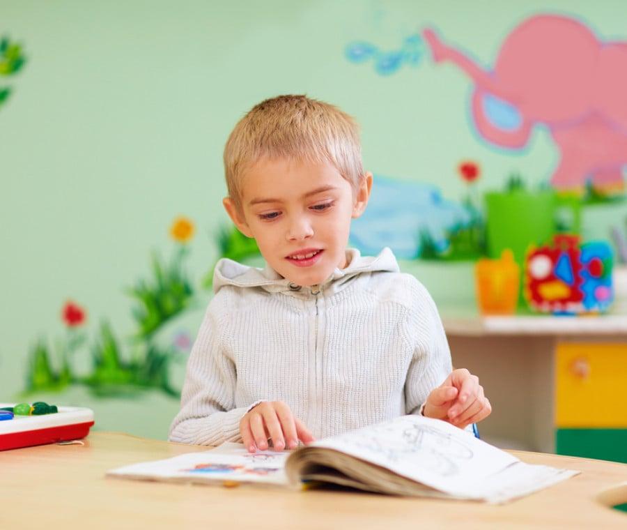 bambino-libro