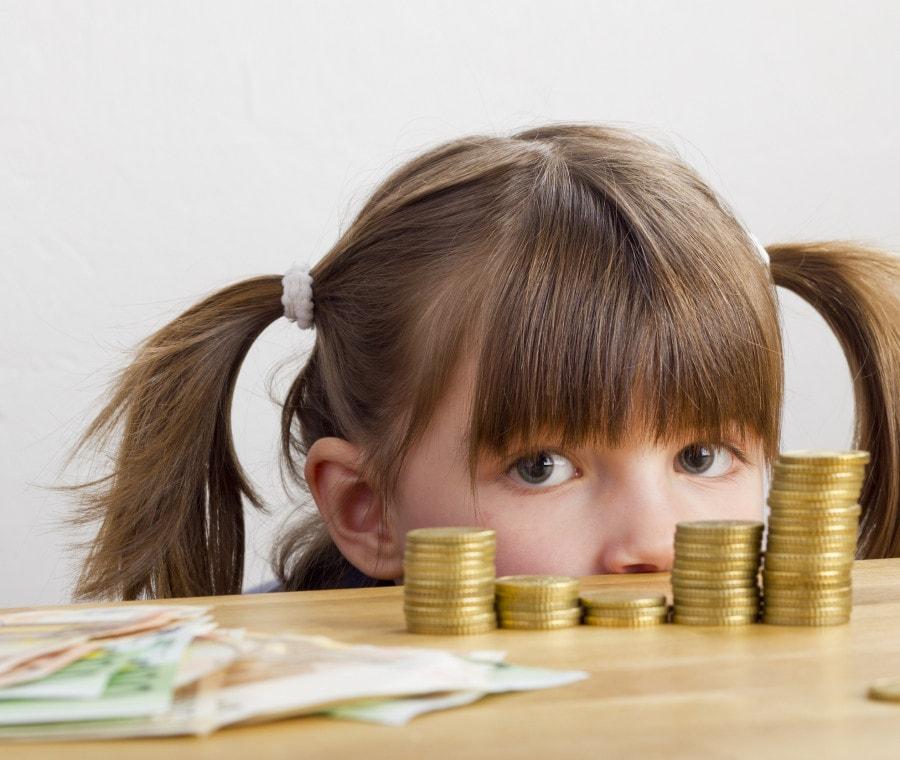 bambina-e-soldi