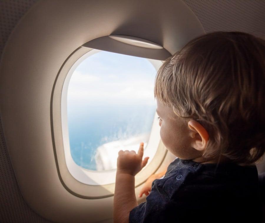 volo-aereo-bambino