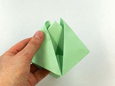 Impariamo a fare una barchetta di carta - Nostrofiglio.it 231e66ddfeb7