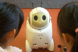 Baby-Sitter-Robot-PaPeRo-di-NEC