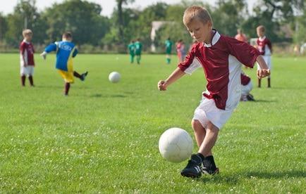 Bambini a scuola di calcio - Nostrofiglio.it