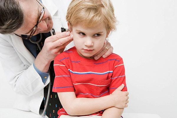 Mal d 39 orecchie dei bambini otite for Esterno orecchio rosso
