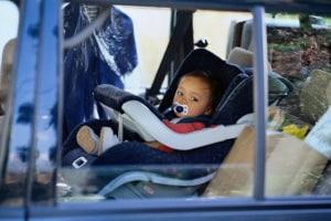 bambina-automobile-1-anni.180x120