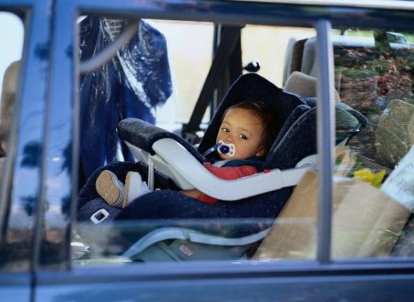 bambina-automobile-1-anni