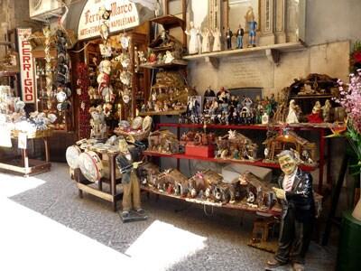 8-Napoli-san-gregorio-armeno.jpg