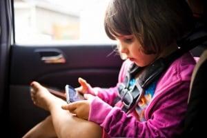 bambina-automobile-3-anni.180x120