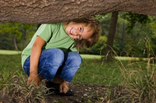 bambino-caccia-tesoro