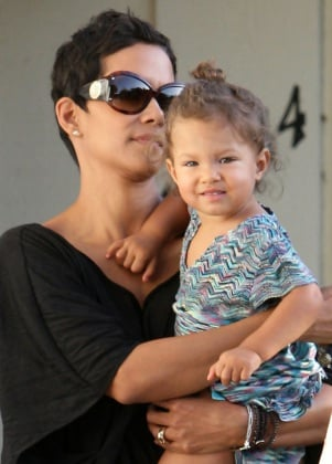06-Halle-Berry-and-Nahla