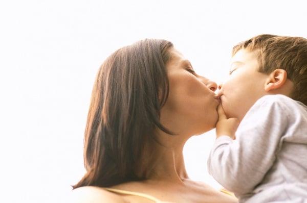 bacio-mamma-figlio.180x120