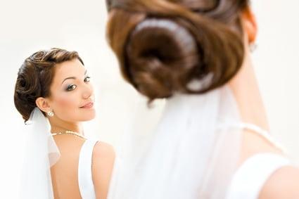sposa-che-si-specchia