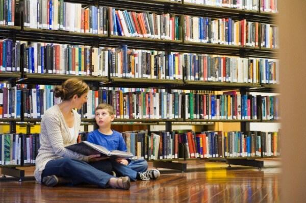 biblioteca_bambino_mamma