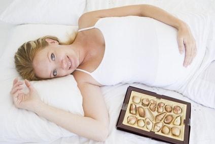 donna_incinta_cioccolato