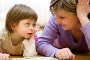 Mamma-e-figlia-intente-nella-lettura_404.jpg.180x120