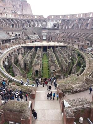 f.Colosseo_vista_arena_dal_terzo_anello.jpg
