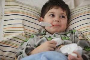 bambino-letto-febbre