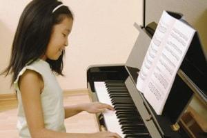 bambina_pianoforte