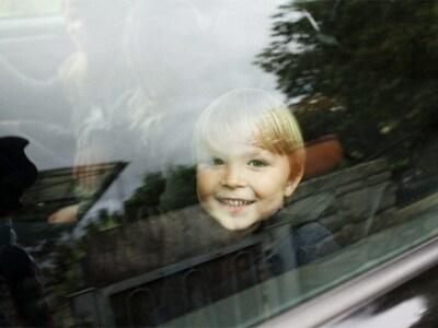 bambino-auto-finestrino