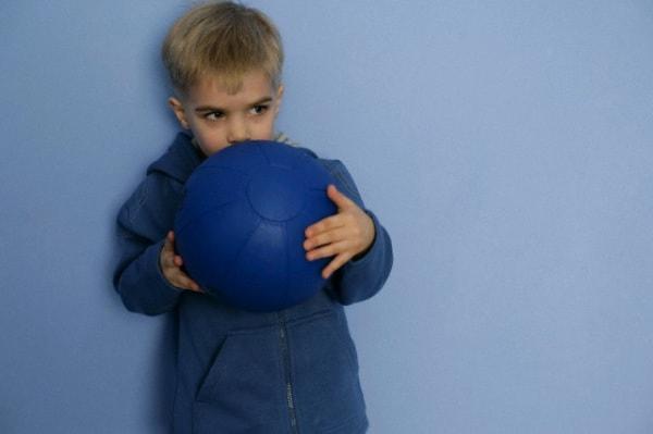 palla_muro_bambino