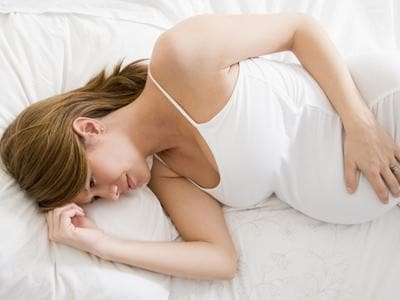 donna-incinta-a-letto