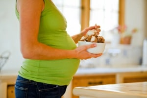 donna_incinta_colazione