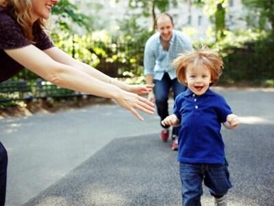 bambino-correre-citta