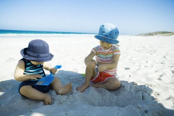 Il decalogo dei bambini al sole - Nostrofiglio.it f9ba0299fdf6