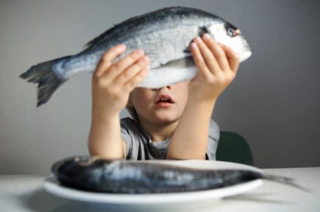 bambino-pesce