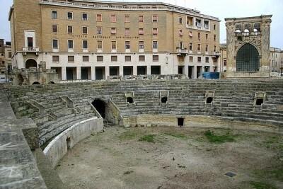 anfiteatro_piazza_S_oronzo_.jpg