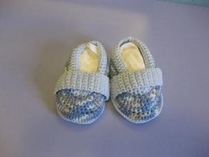 Scarpette all'uncinetto primaverili per neonato