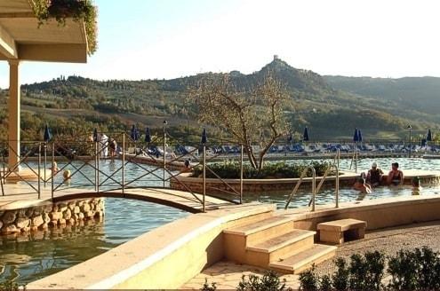 Hotel per bambini a bagno vignoni 39 hotel posta marcucci 39 - Il loggiato bagno vignoni ...