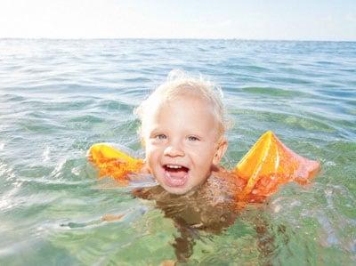 In vacanza con i bambini le regole del bagno al mare - Bagno al mare in gravidanza ...