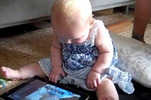 Baby-with-iPad